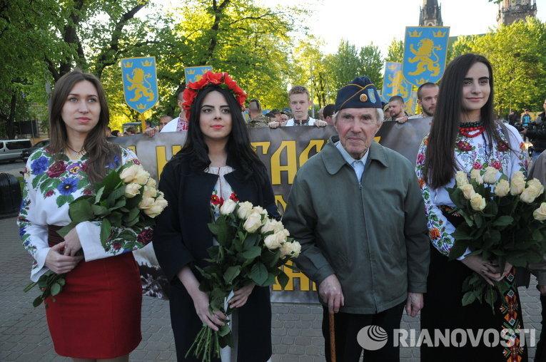 Парад вышиванок и шествие в честь дивизии СС Галичина во Львове