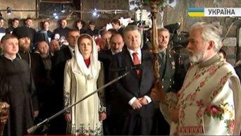 Порошенко с супругой на Пасхальном богослужении в Киево-Печерской лавре