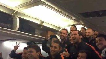Шахтер исполняет гимн киевского Динамо. Видео