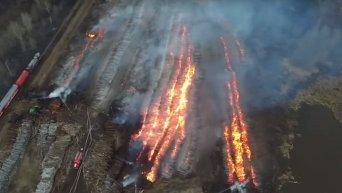 Пожар на складе древесины в Томске с высоты птичьего полета. Видео