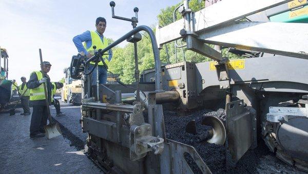 Строительство трассы в Киевской области. Архивное фото