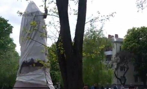 В Полтаве подорвали памятник Мазепе