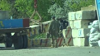 Демонтаж бетонных блоков на месте блокады в Чонгаре. Видео