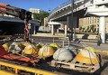 Антипарковочные полусферы на Почтовой площади в Киеве