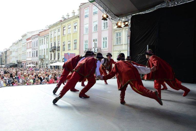 Праздничный концерт на площади Рынок.