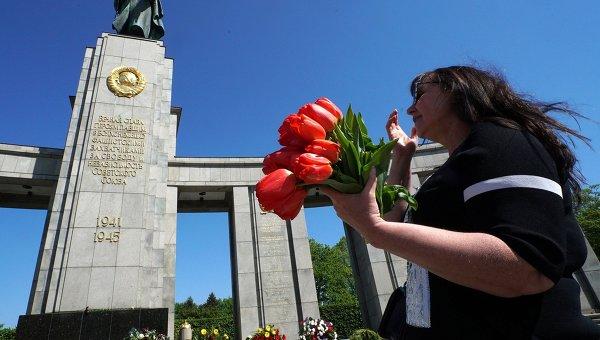 Торжественная церемония возложения венков в Тиргартене