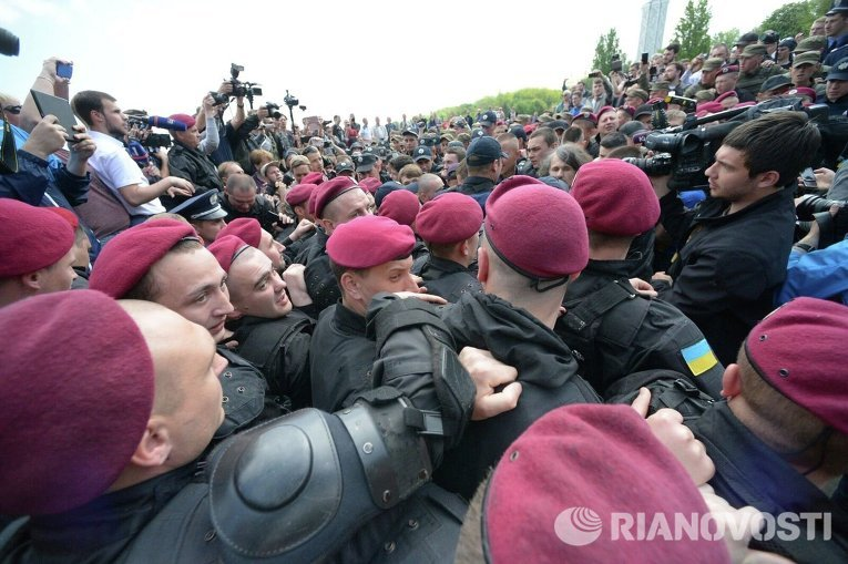 Потасовка возле парка Вечной Славы в Киеве