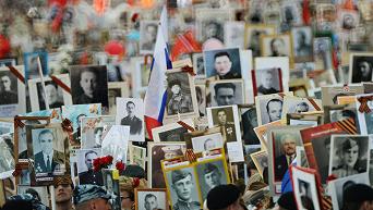 Шествие участников акции Бессмертный полк в Москве. Видео