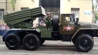 День Победы в Донецке и Луганске: появилось видео военных парадов