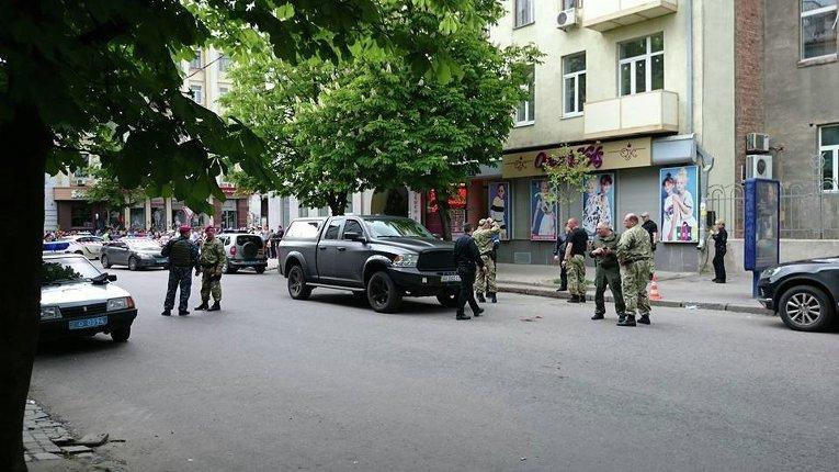 На месте стрельбы в Харькове и ранении патрульного