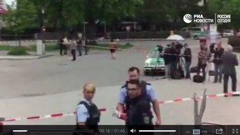 Представитель полиции Баварии о нападении неизвестного с ножом в Мюнхен. Видео