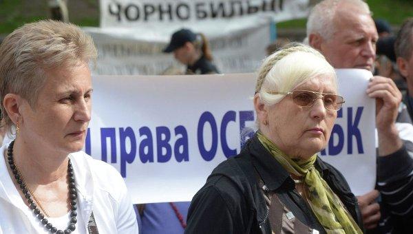 Митингующие у Кабмина требуют отменить повышение тарифов на газ