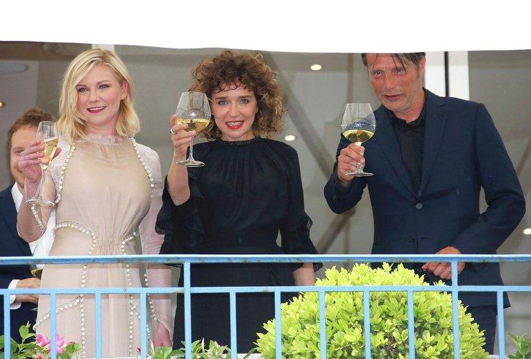 Кирстен Данст, Валерия Голино и Мадс Миккельсен в преддверии открытия 69-го Каннского кинофестиваля