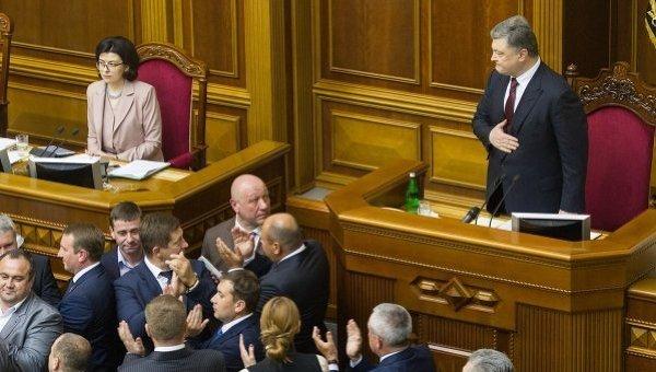Голосование по Луценко: Петр Порошенко пришел в Раду под крики Ганьба