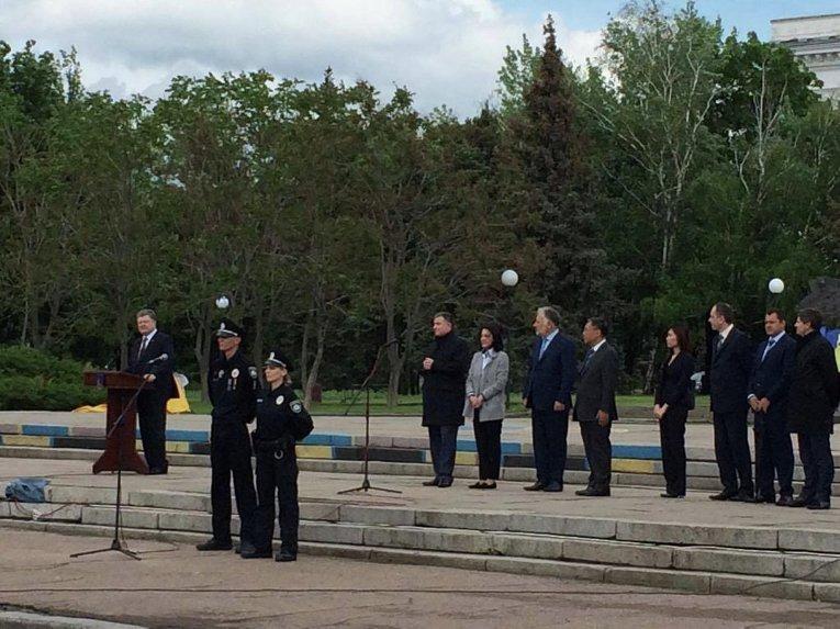 Порошенко дал старт работе патрульной полиции Славянска и Краматорска