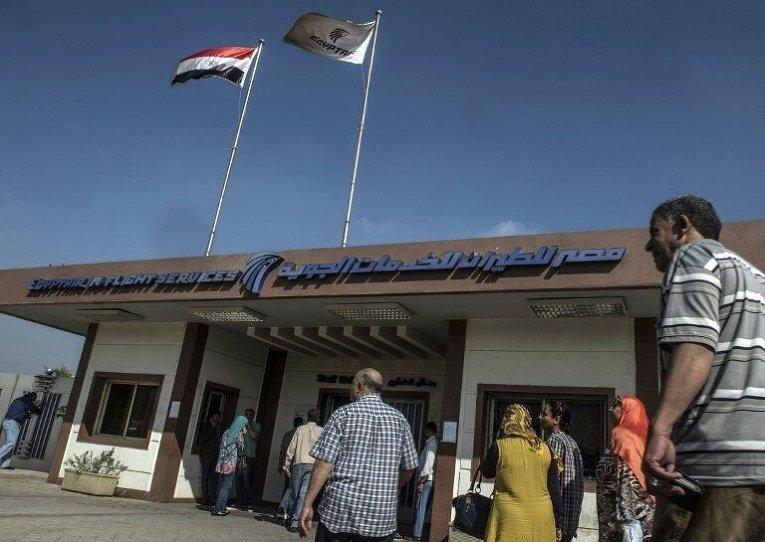 Родственники пассажиров EgyptAir в Каире