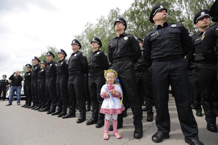 Новая патрульная полиция заработала в Кривом Роге в День вышиванки