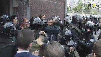 Появилось видео штурма Житомирской кондитерской фабрики