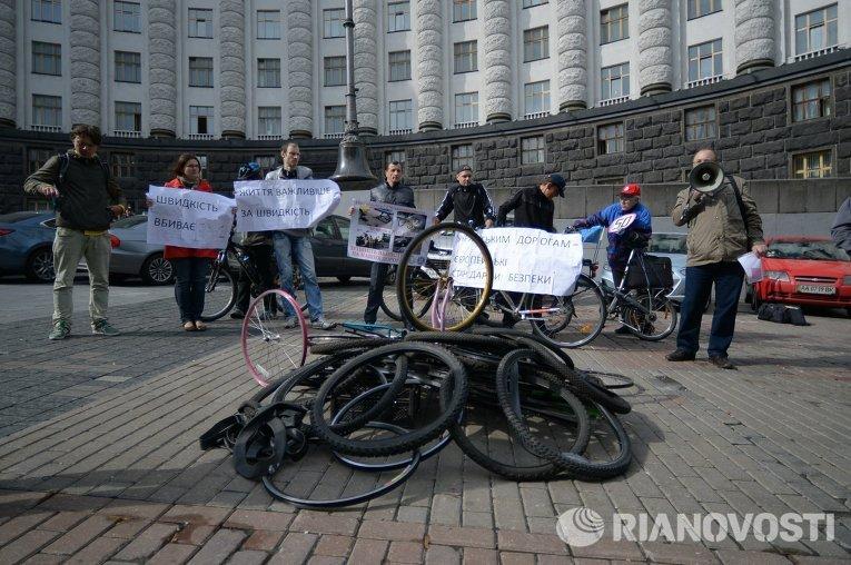 Пикет велосипедистов под Кабмином