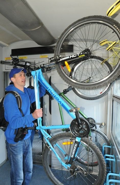 Львовская железная дорога запустила поезд с вагоном для велосипедистов