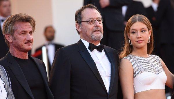 Режиссер Шон Пенн, актеры Жан Рено и Адель Экзаркопулос в Каннах.