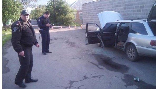 В Харькове полиция силой вытащила мужчину из машины, чтобы проверить ее на минирование
