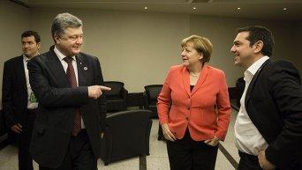 Петр Порошенко, Ангела Меркель и Алексис Ципрас в кулуарах саммита ООН в Стамбуле