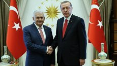Президент Турции Тайип Эрдоган (справа) и премьер-министр Бинали Йылдырым