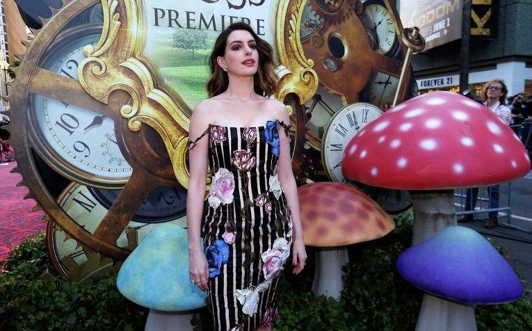 Депп, Васиковска и Хэтэуэй представили в Голливуде Алису в Зазеркалье