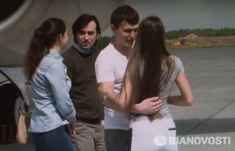 Прилет Е. Ерофеева и А. Александрова в Москву