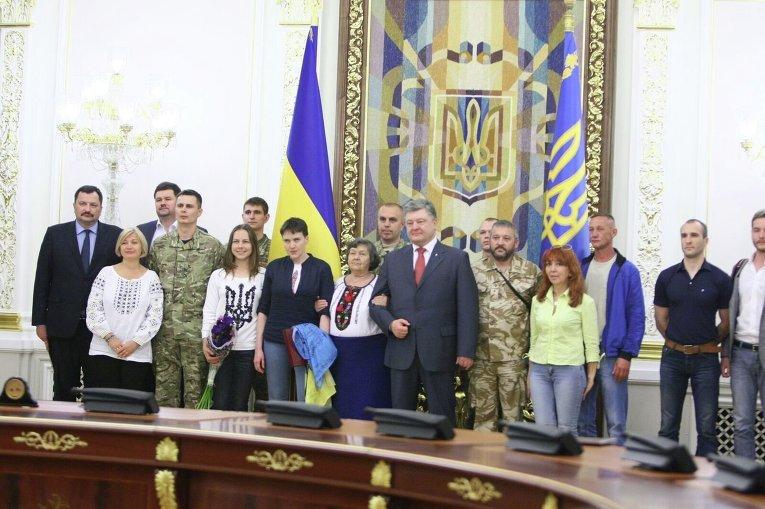 Надежда Савченко в Администрации президента после вручения ей звания Герой Украины
