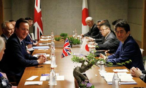 Премьер-министр Великобритании Дэвид Кэмерон на встрече с премьер-министром Японии Синдзо Абэ в Шима, префектура Миэ, Япония