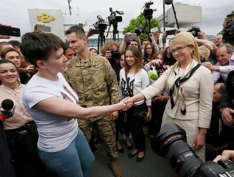 Надежда Савченко и Юлия Тимошенко - первая личная встреча