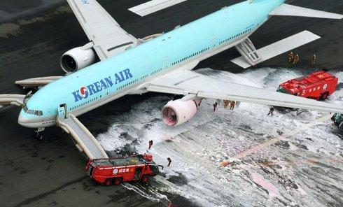 Возгорание левого двигателя авиалайнера Boeing 777 в аэропорту Токио