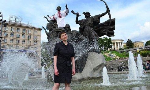 Савченко искупалась в фонтане
