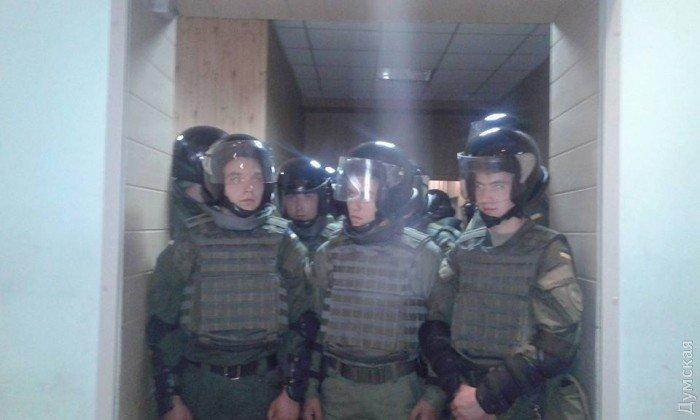 Правоохранители в Малиновском суде Одессы