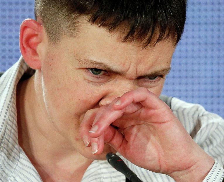 Надежда Савченко во время пресс-конференции