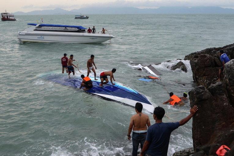 Спасатели ищут жертв после аварии лодки вблизи южного тайского острова Самуи