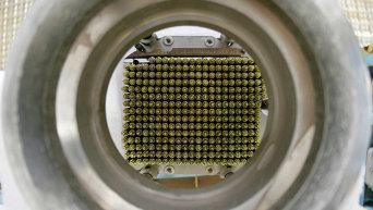 Тепловыделяющие элементы (ТВЭЛ), использующиеся на атомных электростанциях. Архивное фото