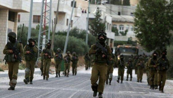 Израильские солдаты патрулируют улицы