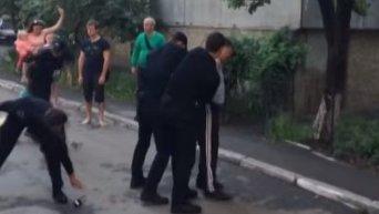 Патрульная полиция избивает военнослужащего. Видео