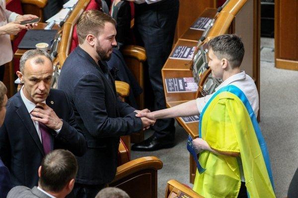 Надежда Савченко и радикал Андрей Лозовой. Сейчас нардепа явно недолюбливают друг друга