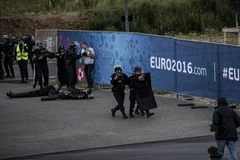 Сотрудники французской полиции готовятся к Евро-2016
