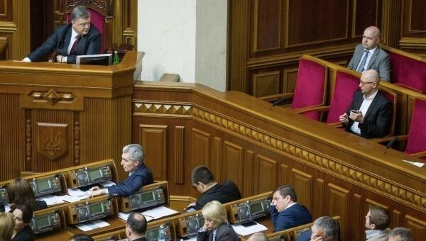 Петр Порошенко и Арсений Яценюк в Верховной Раде. Архивное фото