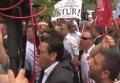 В Анкаре протестующие забросали яйцами посольство Германии