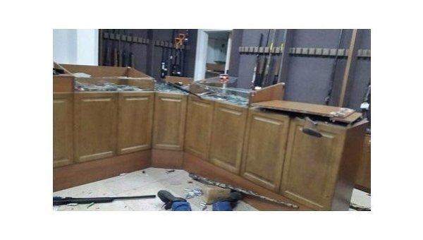 В Казахстане произошла серия терактов, 5 июня в Актобе группа вооруженных лиц напала на оружейный магазин, где убили продавца, охранника, посетителя и ранили троих полицейских и еще одного посетителя.