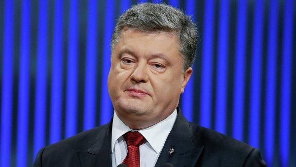 """Президент Украины Петр Порошенко обвинил Россию в том, что она, по его словам, является """"единственной страной в мире"""", которая не считает украинцев отдельным народом."""