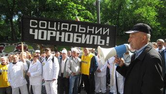 Атомщики пришли к Кабмину заявить протест