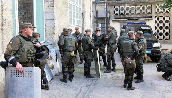 Силовики под ратушей во Львове