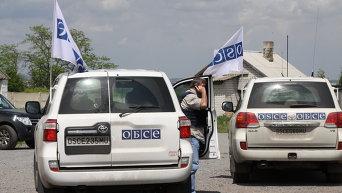 Автомобили представителей Специальной мониторинговой миссии (СММ) ОБСЕ в Донбассе.